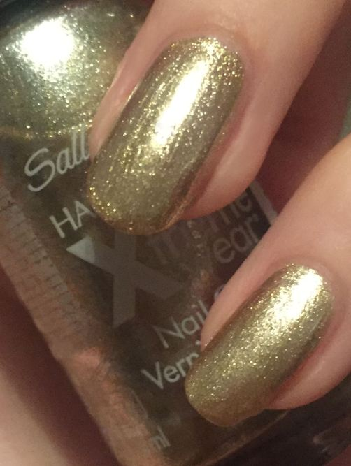 sally-hansen-golden-eye-swatch-nail